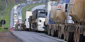 Cerca de mil carretas com carne bovina estão represadas em paralisações nas estradas por todo o Brasil