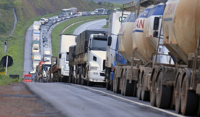 Quais foram os impactos e as lições da greve dos caminhoneiros para o Brasil?