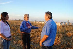 Temple Grandin chega ao Brasil e visita fazenda em Barra do Garças-MT